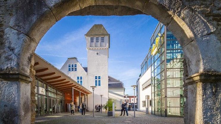 IU Internationale Hochschule - Torbogen